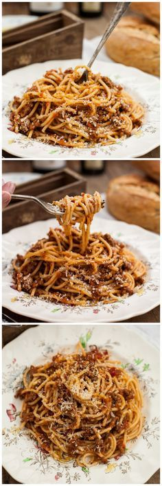 Spaghetti Bolognese by vikalinka: Delicious homemade spaghetti sauce made with simple ingredients that are probably already in your pantry and your fridge. #Pasta #Bolognese