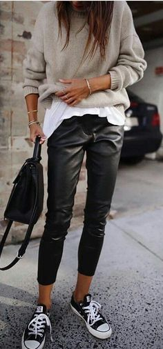 30 Beautiful Leather Outfit Ideas Copy Now Casual Fall Outfit Idea Black Leather Pants Plus Bag Plus Converse Plus Sweater Plus White Top Fashion Mode, Look Fashion, Autumn Fashion, Fashion Outfits, Womens Fashion, Fashion Trends, Sneakers Fashion, Feminine Fashion, Fashion Ideas