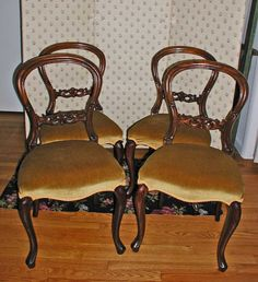 PRICE REDUCED! Set of 4 Victorian Carved Mahogany Balloon Back Side or Dining Chairs in Great Condition