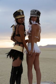 Love Khaos Gold Leather & Black Feather mini Skirt Belt, boho Festival clothes, Disco Rave tutu outfit Mad Max halloween costume - All About Festival Looks, Festival Style, Festival Mode, Festival Wear, Festival Fashion, Festival Hats, Festival Girls, Burning Man Style, Burning Man Outfits