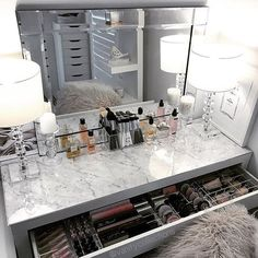 Beautifull Makeup Vanity Ideas | Makeup Vanity with Lights, Makeup Vanity Table, Makeup Vanity with Mirror, Makeup Vanity Table Ikea, Small Makeup Vanity, #MakeupVanity #Table #Light