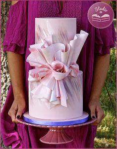 Pink Wedding Cakes Studio haute couture watercolors on a double barrel avant-garde pink cake. Gorgeous Cakes, Pretty Cakes, Amazing Cakes, Unique Cakes, Elegant Cakes, Gold Cake Topper, Cake Toppers, Wedding Cake Designs, Wedding Cakes