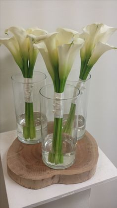 Good Totally Free Calla Lily decorations Popular Calla lilies are classified as the perfect bouquet flower. The particular incandescent bulbs of your Lilly Bouquet Wedding, Calla Lily Bridesmaid Bouquet, Calla Lillies Bouquet, Lily Wedding, Wedding Flowers, Deco Floral, Arte Floral, Ikebana, Calla Lily Centerpieces
