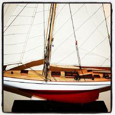 Drewniany model jachtu oceanicznego, model stylowego jachtu regatowego z drewna,  morska dekoracja, prezent dla Żeglarza, stylowy morski upominek, marynistyczny wystroj wnętrz, Photo by http://marynistyka.org