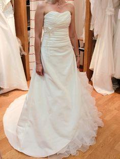 Nouvelle robe publiée!  mod. Carrière mariage. Pour seulement 450€! Economisez 54%! http://www.weddalia.com/fr/boutique-vendre-robe-de-mariee/mod-carriere-mariage/ #RobesDeMariée www.weddalia.com/fr