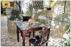 Detalle del patio. Cuba, Patio Interior, Outdoor Furniture Sets, Outdoor Decor, Prado, Dining Table, Trinidad, Home Decor, Environment