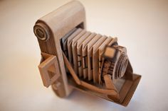 Great cardboard camera and great use of texture. Cardboard Camera, Paper Camera, Cardboard Sculpture, Cardboard Crafts, Diy Paper, Paper Art, Camera Crafts, Matchbox Crafts, Sculpture Lessons