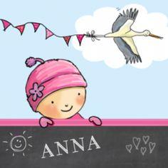 Vrolijk drieluik geboortekaartje met een meisje met mutsje op tussen de vlindertjes en ooievaar. Met hip krijtbord met leuke tekeningetjes.