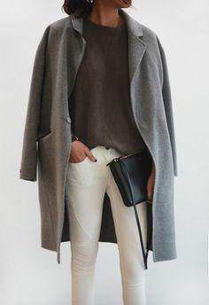 pantalon beige, manteau long gris pour les filles modernes, blouse grise, comment bien s'habiller