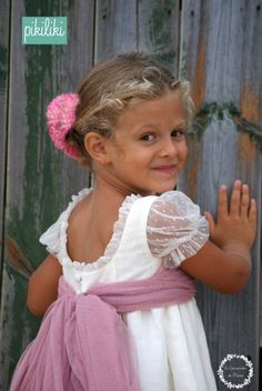 Dancers and Princesses: arras dresses from Pikiliki Little Girl Dresses, Girls Dresses, Flower Girl Dresses, Baby Girl Fashion, Kids Fashion, Flower Girl Photos, Dress With Bow, Party Fashion, Kind Mode