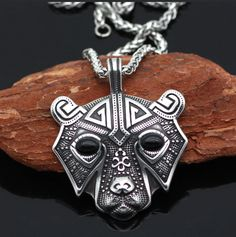 This Viking Bear Pendant is a strong source of support in times of difficulty. It provides courage and a stable foundation to face challenges. When wearing this Viking Bear Pendant, this power animal will provide for support and strength. Viking Bracelet, Viking Jewelry, Steel Jewelry, Men's Jewelry, Jewelry Making, Viking Arm Rings, Thor's Hammer Necklace, Mjolnir Pendant, Beard Beads