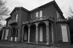 Mount Holly mansion in the Lake  Washington area of Mississippi.  Empty and very creepy inside.  Great old building from 1856.
