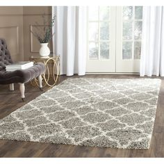 Stylishly anchor your living room or den with this artfully crafted rug, showcasing a quatrefoil-inspired motif and grey hue.