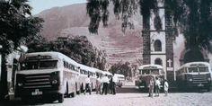Parada de guaguas al lado de la iglesia de San Marcos en Tegueste,Tenerife.Desconozco el año.