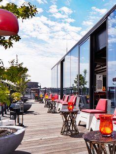 """""""Der Dachboden"""" in Wien. Im obersten Stock des Hotel im Wiener… Vienna Bars, Vienna Hotel, Cafe Restaurant, Places Around The World, Around The Worlds, Sky Bar, Rooftop Bar, Salzburg, Europe"""