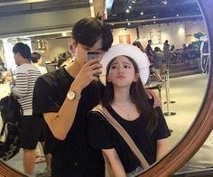 Johnny and y/N getting coffee , she is made that she is so short in the mirror and kneels on a chair, it doesn't help much tho Couple Ulzzang, Ulzzang Girl, Korean Aesthetic, Couple Aesthetic, Korean Couple, Best Couple, Cute Couples Goals, Couple Goals, Cute Korean