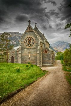 Church Glenfinnan Frank McCollum - This is an old church in Glenfinnan in Scotland Old Country Churches, Old Churches, Abandoned Churches, Beautiful Buildings, Beautiful Places, Take Me To Church, Church Architecture, Cathedral Church, Church Building