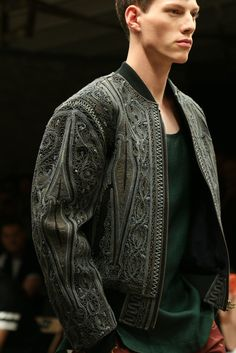 Dries Van Noten Spring 2015 Menswear Fashion Show Fashion Details, Love Fashion, Runway Fashion, High Fashion, Fashion Show, Fashion Design, Modest Fashion, Paris Fashion, Mode Man