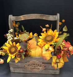 Autumn box of pumpkins by Andrea store Fall Home Decor, Holiday Decor, Fall Floral Arrangements, Autumn Decorating, Autumn Crafts, Fall Projects, Fall Table, Fall Flowers, Fall Wreaths