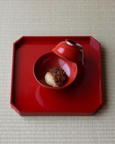 一日一菓 木村宗慎 Mochi dish on a urushi lacquer bowl from Edo period (1603~1868), Japan