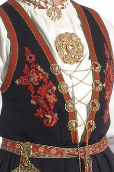 FolkCostume&Embroidery: Costume and 'Rosemaling' Embroidery of West Telemark, Norway Scandinavian Artwork, Scandinavian Embroidery, Scandinavian Fashion, Scandinavian Design, Norwegian Clothing, Finger Weaving, Norwegian Style, Costumes Around The World, Folk Clothing