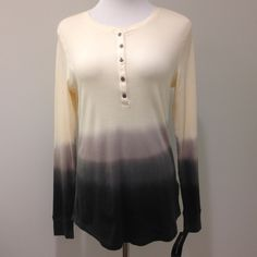 Cream casual ombré top 100% cotton. Measurements: 26-27 inches from the top of the shoulder to the hem (the hem is rounded, longer at the front and back and a bit shorter at the hips). Bust: 17.5 inches armpit to armpit. American Living Tops Tees - Long Sleeve