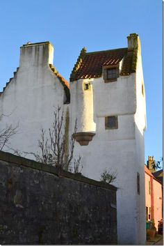 REALITY The Back Side Of Geillis Townhouse Tall Skinny Building Is Known In Culross As Study