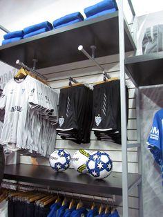 Nueva tienda oficial Topper en el estadio.