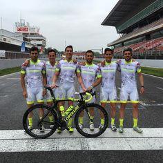 El Cycling team Espargaro esta a punto para darle a los pedales 24h en el @circuitdebcncat vamos equipo!!  #24hMadform by aleixespargaro