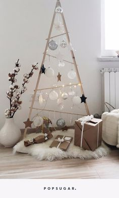 11 alternative christmas trees your cat wont be able to dest.- 11 alternative christmas trees your cat wont be able to destroy 11 Alternative Christmas Trees Your Cat Won't Be Able to Destroy – - Wooden Christmas Trees, Modern Christmas, Christmas Cats, Rustic Christmas, Christmas Home, Christmas Ideas, Chrismas Tree Diy, Different Christmas Trees, Apartment Christmas