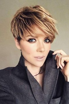 Layered Long Pixie Cut - 60 Gorgeous Long Pixie Hairstyles - The Trending Hairstyle Modern Short Hairstyles, Short Pixie Haircuts, Pixie Hairstyles, Straight Hairstyles, Easy Hairstyles, Medium Haircuts, Hairstyles 2018, Latest Hairstyles, Crop Haircut