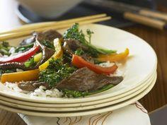 Rinderstreifen mit Broccoli und Paprika ist ein Rezept mit frischen Zutaten aus der Kategorie Rind. Probieren Sie dieses und weitere Rezepte von EAT SMARTER!