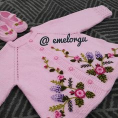 Baby Knitting Patterns, Crochet Leaf Patterns, Baby Cardigan Knitting Pattern, Crochet Basket Pattern, Knitting Designs, Hand Embroidery Dress, Hand Embroidery Videos, Embroidery Suits, Gilet Crochet