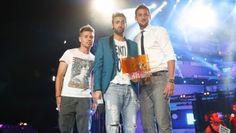 Marco Mengoni trionfa anche agli MTv Awards: per lui gli albiti premi targati MTV!     Gli awards della prima edizione italiana dei nuovi premi di MTV sono tra le mani di Marco Mengoni, che giorno dopo giorno continua a mettere a segno un colpo dopo l'altr