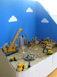 Site Diorama Construction site small world for kids. Can I play?Construction site small world for kids. Can I play? Sensory Bins, Sensory Play, Sensory Table, Autism Sensory, Toddler Activities, Activities For Kids, Diy For Kids, Crafts For Kids, Boat Craft Kids
