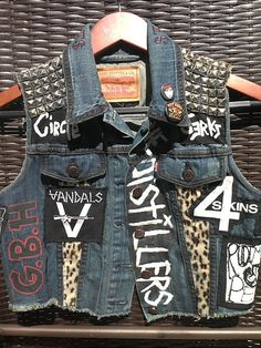 Custom Punk Denim Vest: I would use my favorite bands instead. Then, Its wear a black tank, cheetah print leggings, and combat boots Punk Fashion, Diy Fashion, Petite Fashion, Curvy Fashion, Street Fashion, Fall Fashion, Fashion Tips, Fashion Trends, Punk Outfits