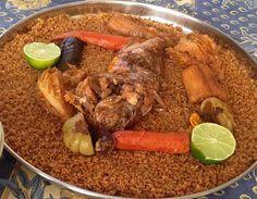 Le tieboudienne est sans nul doute le plat national sénégalais. Dites tieb, on vous comprendra... Il faut absolument goûter le ceebu jen, le plat national à base de riz, de poisson et de légumes (...)