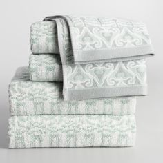 With mint and gray tones, this jacquard hand towel features an intricate feather design. It's made of soft, 100% cotton and adds visual flair to your…