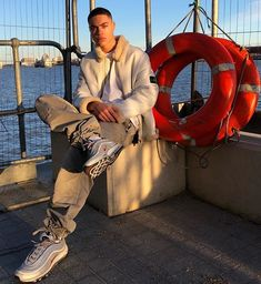 Look Here For Some Wonderful Information To Help You Improve Your Fashion Carter Reynolds, Brent Rivera, Taylor Caniff, Big Sean, Fashion Mode, Men's Fashion, Fashion Gallery, Chris Hemsworth, Mens Clothing Styles