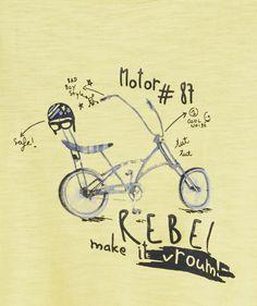 LE TEE-SHIRT BONIFACE :                     On aime ce tee-shirt au print moto ! Il ira parfaitement à votre boy avec un pantalon chino !            LE TEE-SHIRT IMPRIME, col rond, manches courtes, fermeture par pressions au dos, imprimé.