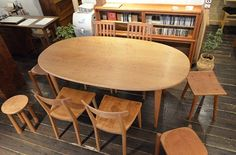 楕円のダイニングテーブル