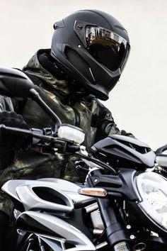Motorcycle Helmet Design, Motorcycle Art, Motorcycle Equipment, Women Motorcycle, Cool Motorcycles, Vintage Motorcycles, Victory Motorcycles, Predator Helmet, Harley Davidson