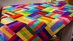 Very good ideas to look into Strip Quilt Patterns, Jelly Roll Quilt Patterns, Strip Quilts, Quilt Blocks, Quilting For Beginners, Quilting Tutorials, Quilting Projects, Quilting Designs, Quilting Ideas
