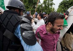 Police Attack On Protesters in Red Zone Islamabad Pakistan