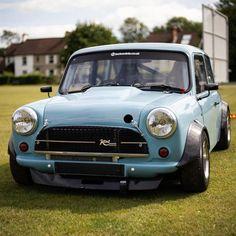 Mini Cooper Classic, Classic Mini, Classic Cars, Ktm Dirt Bikes, Bike Engine, Mini Coopers, Mini Stuff, Pretty Cars, Mini Bike