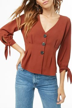 Forever 21 is the authority on fashion & the go-to retailer for the latest trends, styles & the hottest deals. Shop dresses, tops, tees, leggings & more! Blouse Styles, Blouse Designs, Fashion Pants, Fashion Dresses, Trendy Tops, Fashion 2020, Trendy Outfits, Blouses For Women, Forever 21