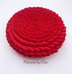 Hello!!Voici la recette du gâteau d'anniversaire de ma fille :). Mon producteur bio Mr Gaillard, a enfin mis à disposition ses fraises d'un autre monde. Vraime