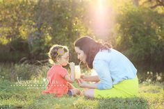 Mommy and me Photo session, lemonade, summer, mom and me, daughter and me, photo shoot, family session, photo posing ideas, mason jar