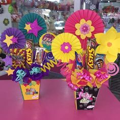 Candy Bouquet Diy, Diy Bouquet, Balloon Bouquet, Diy Father's Day Gifts, Diy Gifts For Friends, Craft Gifts, Candy Gift Baskets, Candy Gifts, Diy And Crafts