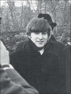 john lennon love beatles fab four rare footage photos Yoko Ono, Ringo Starr, Paul Mccartney, Great Bands, Cool Bands, John Lennon Beatles, Julian Lennon, Dear John, John John